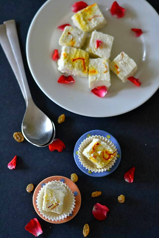 Bhapa Sandesh / Steamed Home-made Cottage Cheese Fudge