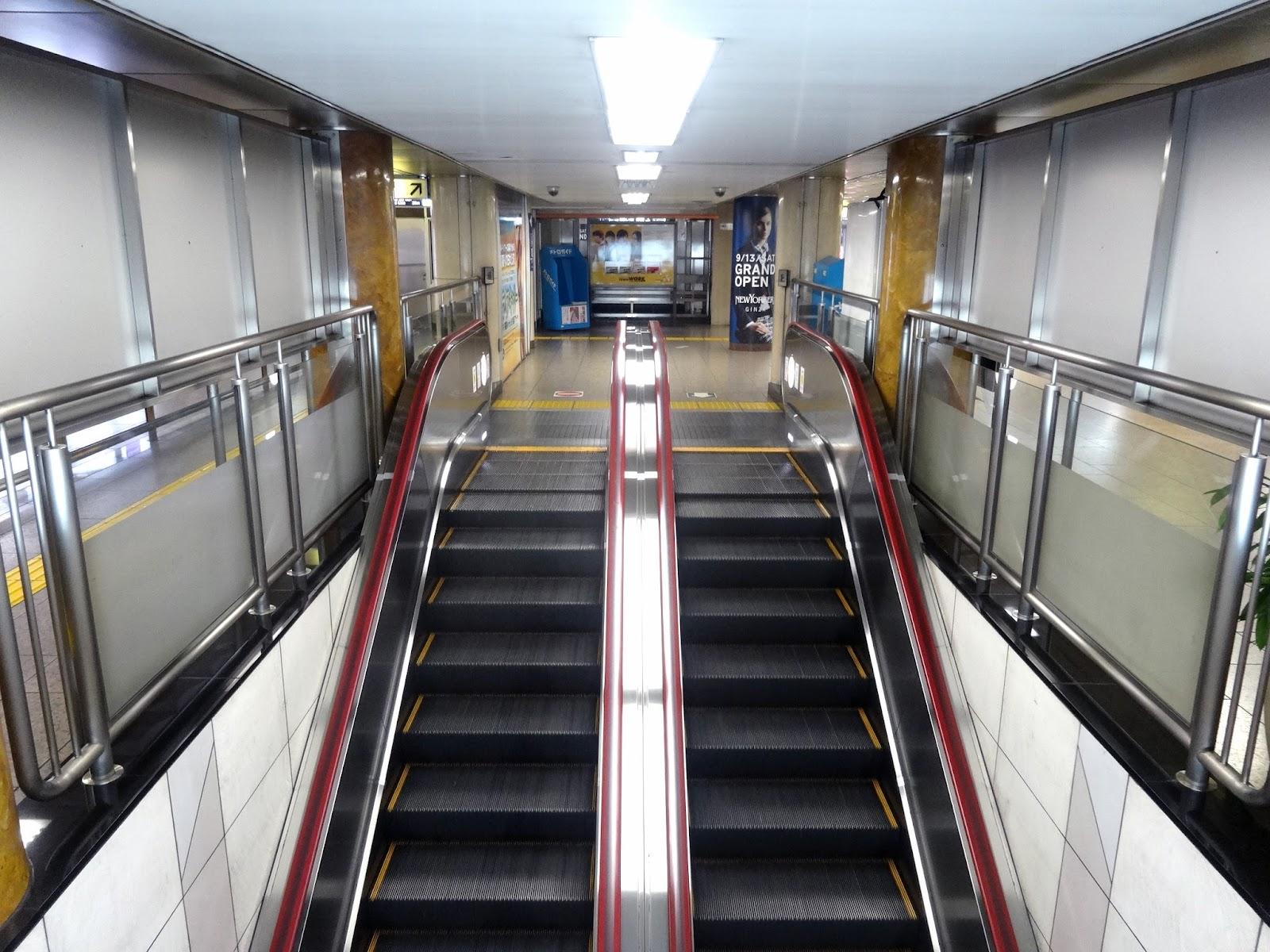 エスカレーター,銀座駅〈著作権フリー無料画像〉Free Stock Photos