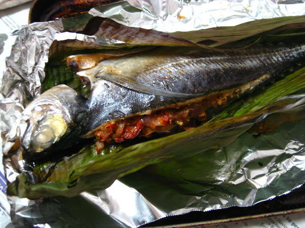 Elinluv 39 s tidbits corner oven grilled fish with kaffir for How to grill fish in oven