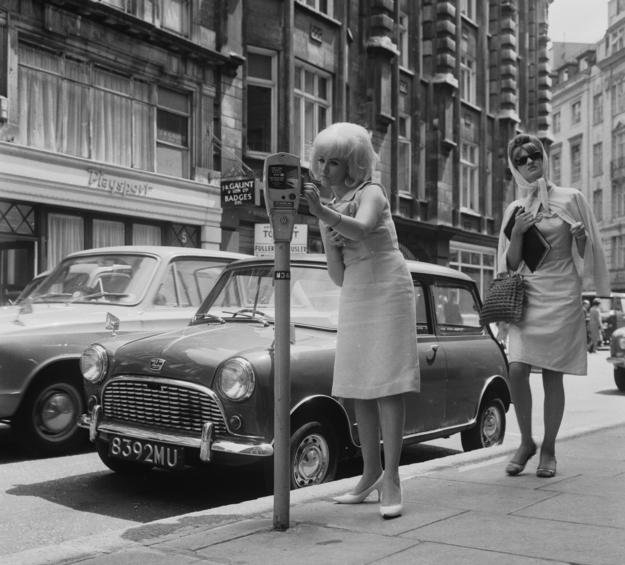 Vintage everyday magnificent mid century photos of paris - Les annees 60 en france ...
