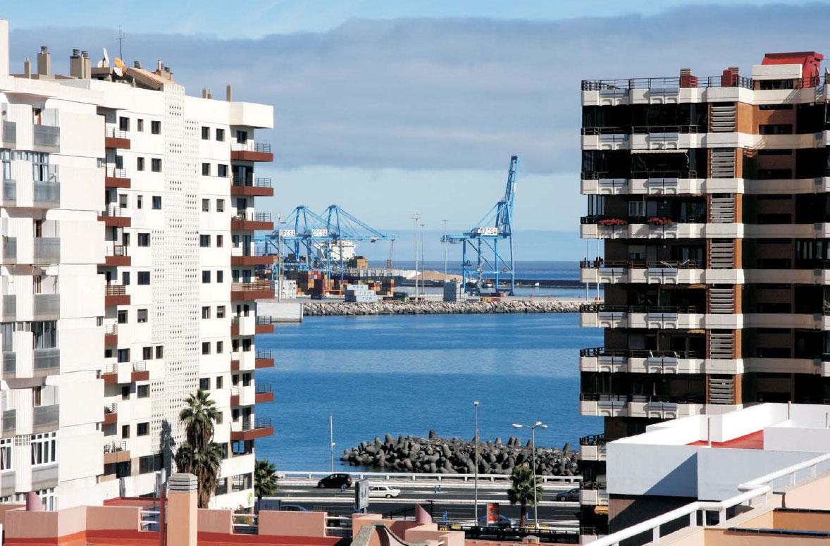 Crea estudio edificio de oficinas le n y castillo for Pisos 7 palmas edificio president