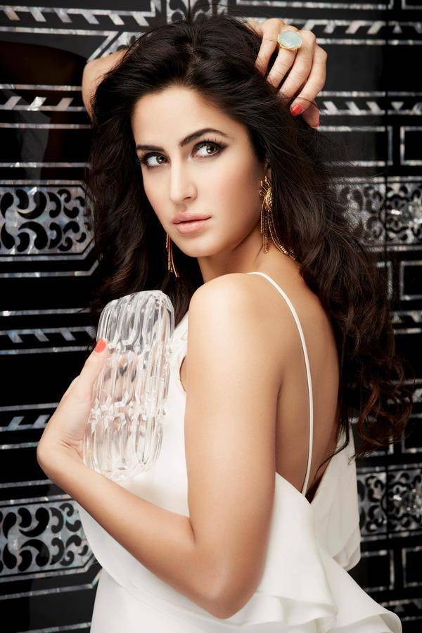 Katrina Kaif Stunning Photoshoot For L'Official India 2013. Katrina Kaif emphasizes on the front of L'Officiel Magazine's Indian release for the month of April 2013. She looks beautiful in the 11th anniversary issue phtoshoot. Katrina kaif is the most popular women in the world. she says, she will wins the hearts of public all arround the work.