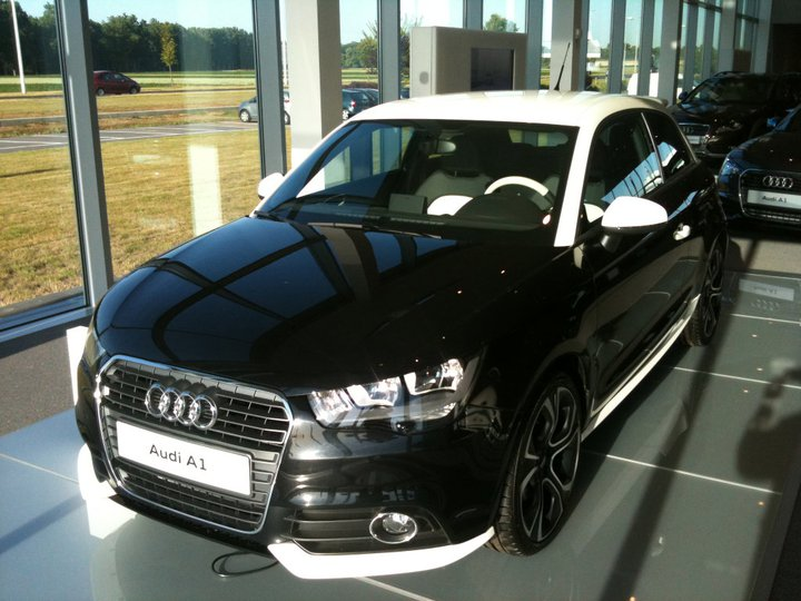 the world of automobiles audi a1 black and white edition. Black Bedroom Furniture Sets. Home Design Ideas