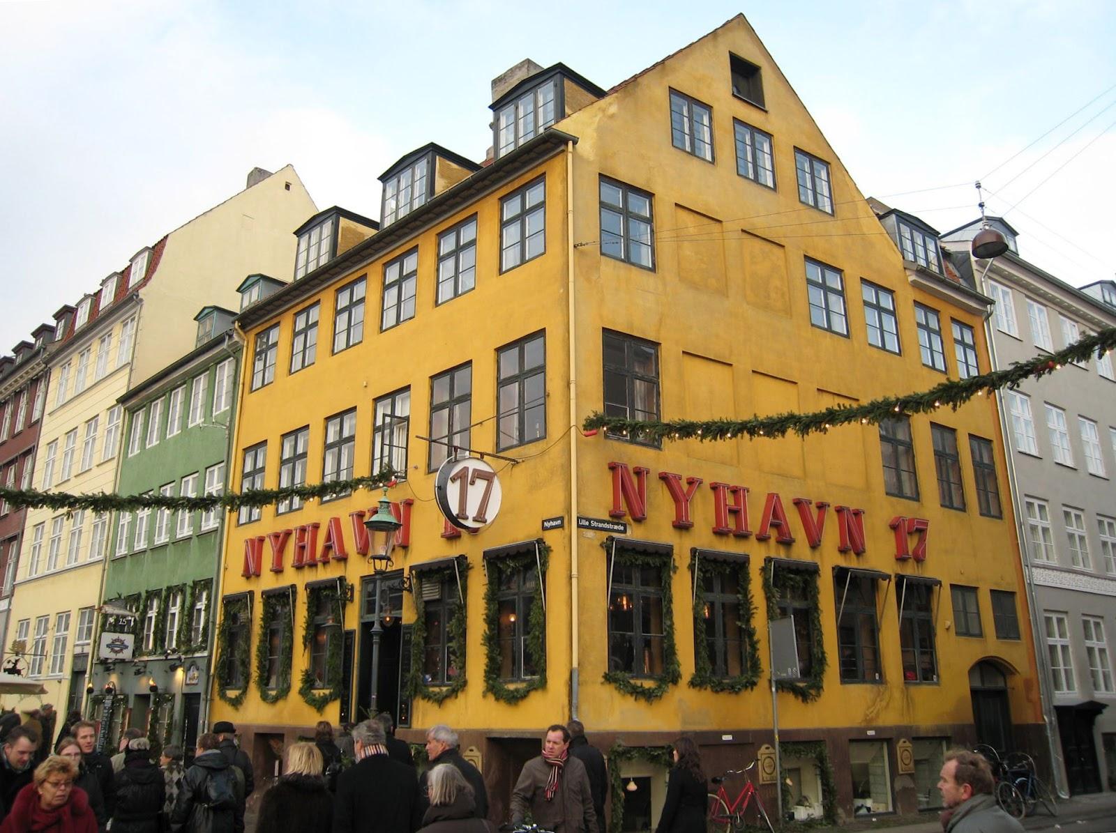 Жители Копенгагена пытаются защитить от выселения самый старый в мире тату-салон