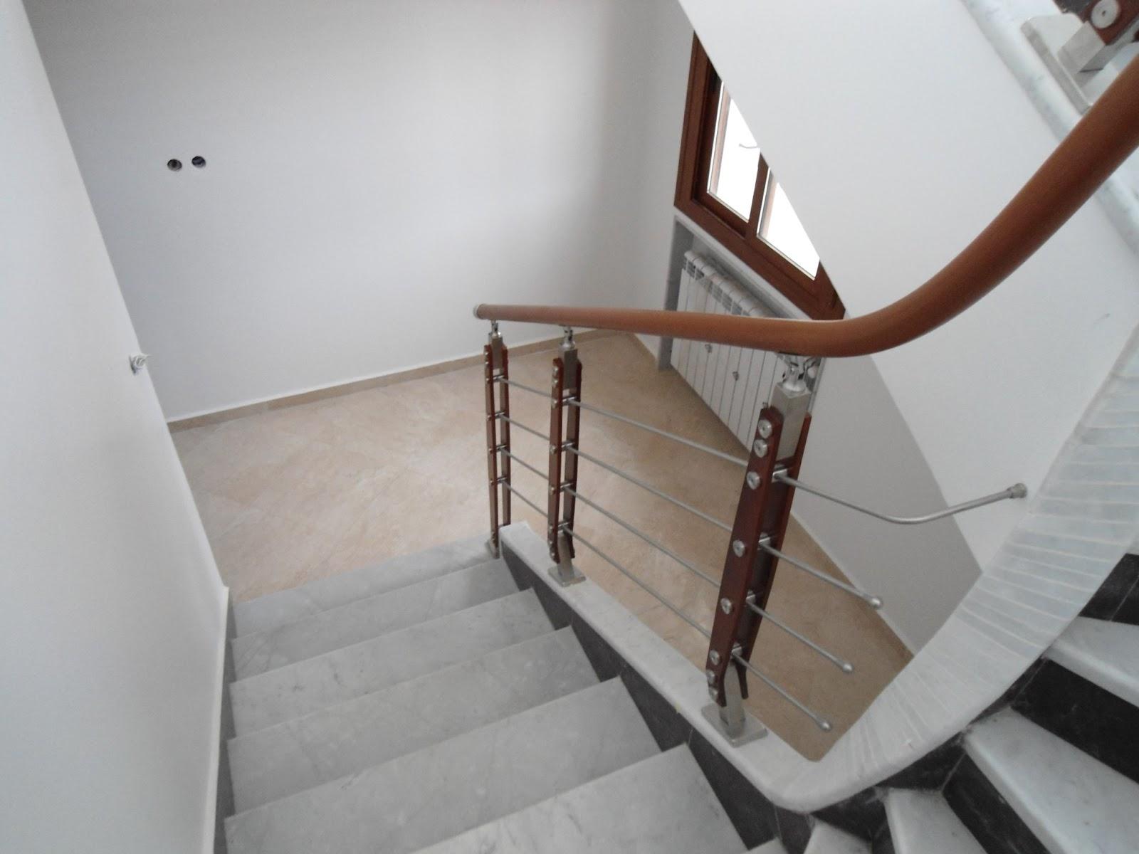 torneados munoz algerie rampes d escalier en inox et bois model a800 030 avec main courante. Black Bedroom Furniture Sets. Home Design Ideas