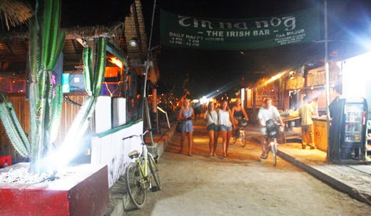 cental gili trawangan, kehidupan malam di gili trawangan, bar di gili trawangan, pasar malam, pulau gili trawangan, gili trawangan lombok,