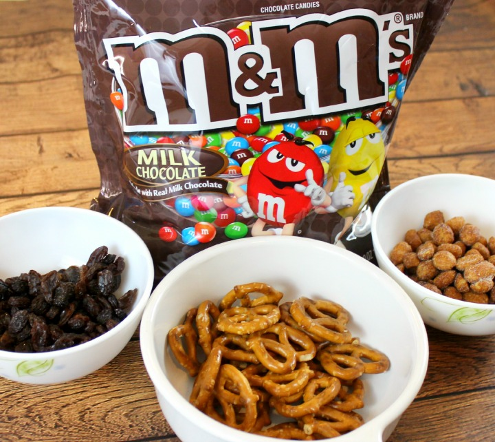 #GameNightIn #CollectiveBias M&M's® Milk Chocolate snack mix
