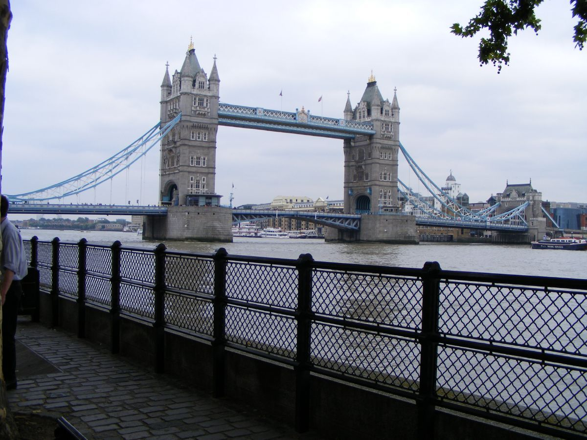 Famous buildings of the world tower bridge for Important buildings in the world