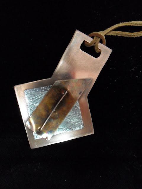 Se ha partido de una chapa de cobre y de aluminio.