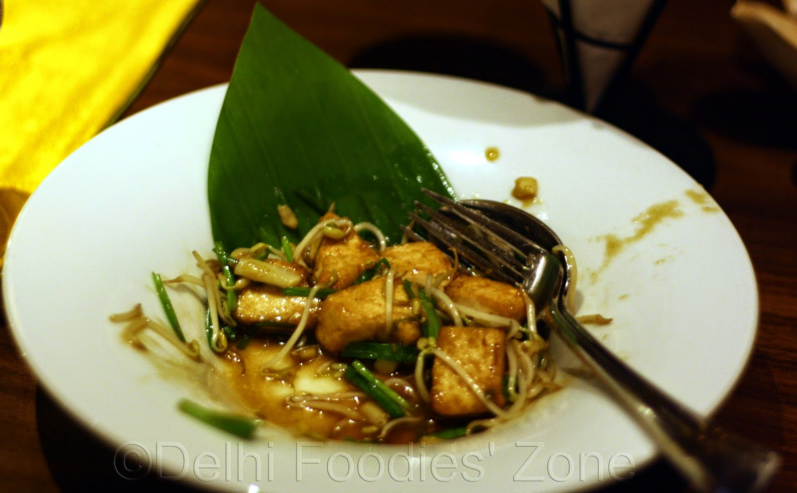 Phad-Tuea-Hrong-Wok-fried-Tofu-Bean-sprout-Chives-soya-sauce-delhi-foodies-zone-reeta-skeeter