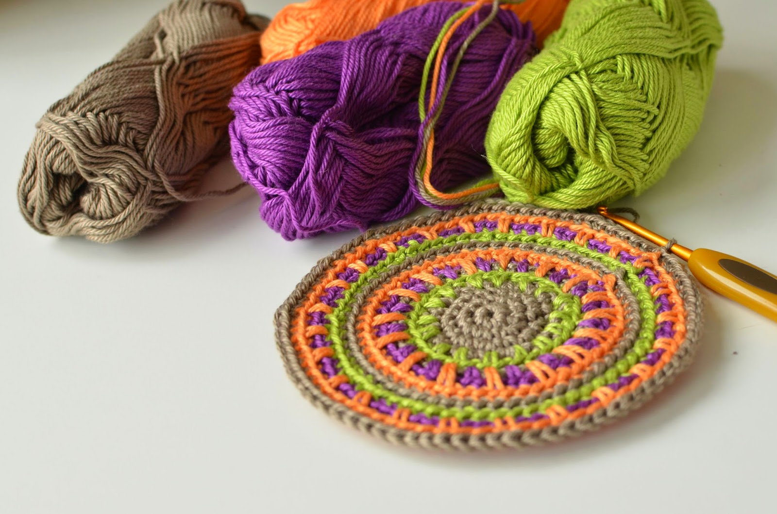 Anatomy of Spike Stitch or How to crochet a simple coaster without a ...