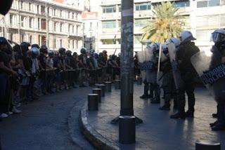 Manifestantes na praça de Omonia [fonte: Global Voices Online]