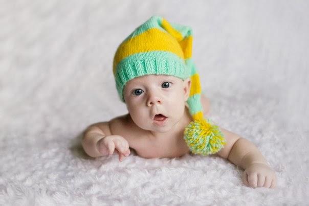 фотосессия новорожденного в длинном колпаке