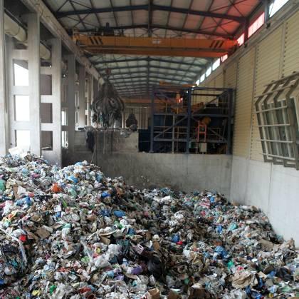 Η Ε.Ε. δεν πετάει άλλα λεφτά στα σκουπίδια... Με μια γνωμοδότηση-κόλαφο «τινάζει στο αέρα» το διαμορφωμένο στην Ελλάδα σκηνικό για τη διαχείριση των απορριμμάτων