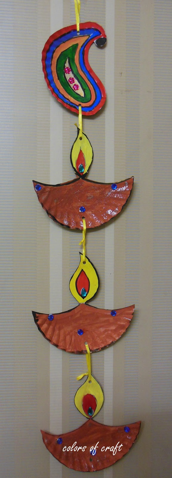 Paper Plate Wall Hanging & Colors of My Crafty World: Paper Plate Wall Hanging