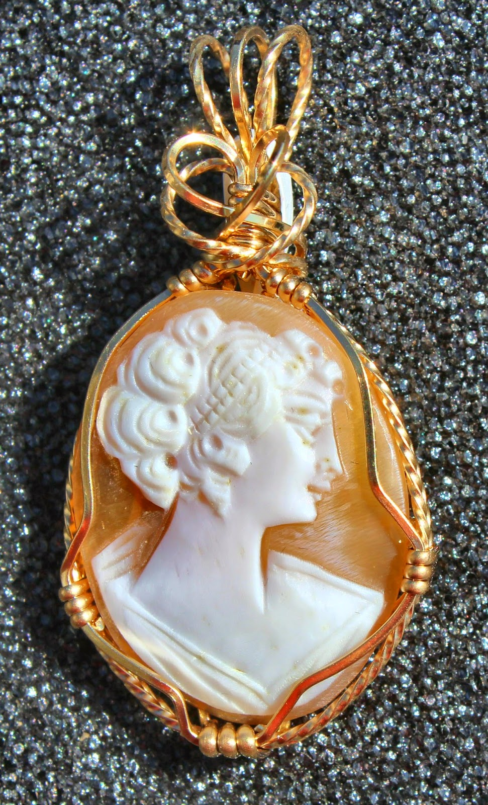 hand carved cameo, shell cameo, 14 kt gold, wire work, wire sculpture