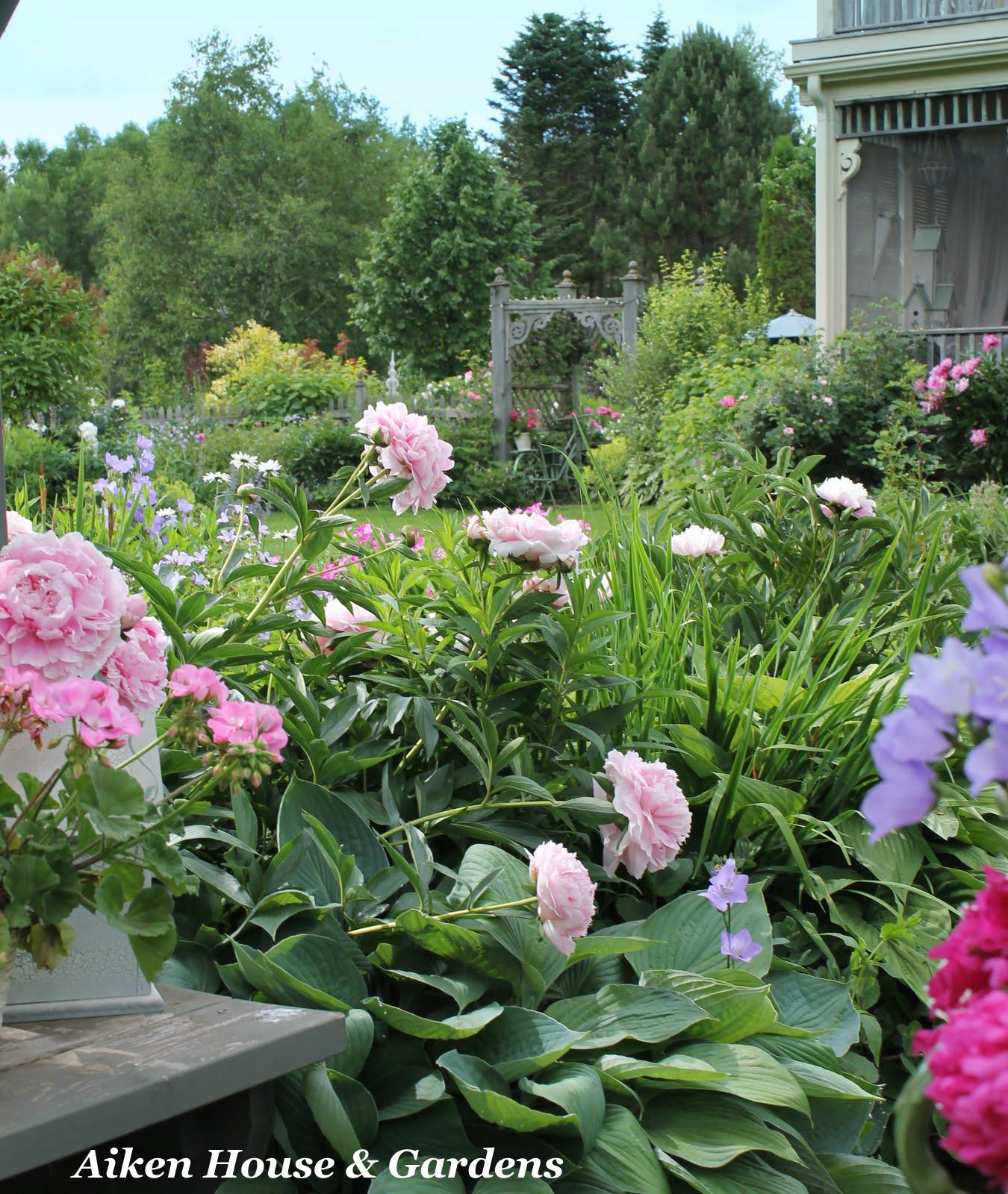 Romantic Garden Designs: Home Improvement Ideas..: Romantic Garden Style