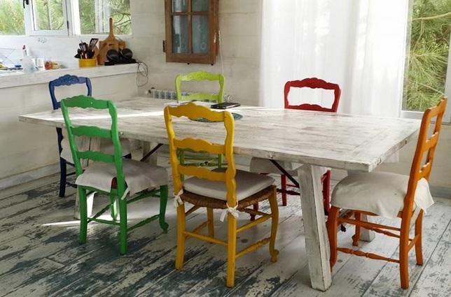 Pintar sillas de madera para el comedor de tu casa for Comedor sillas de colores
