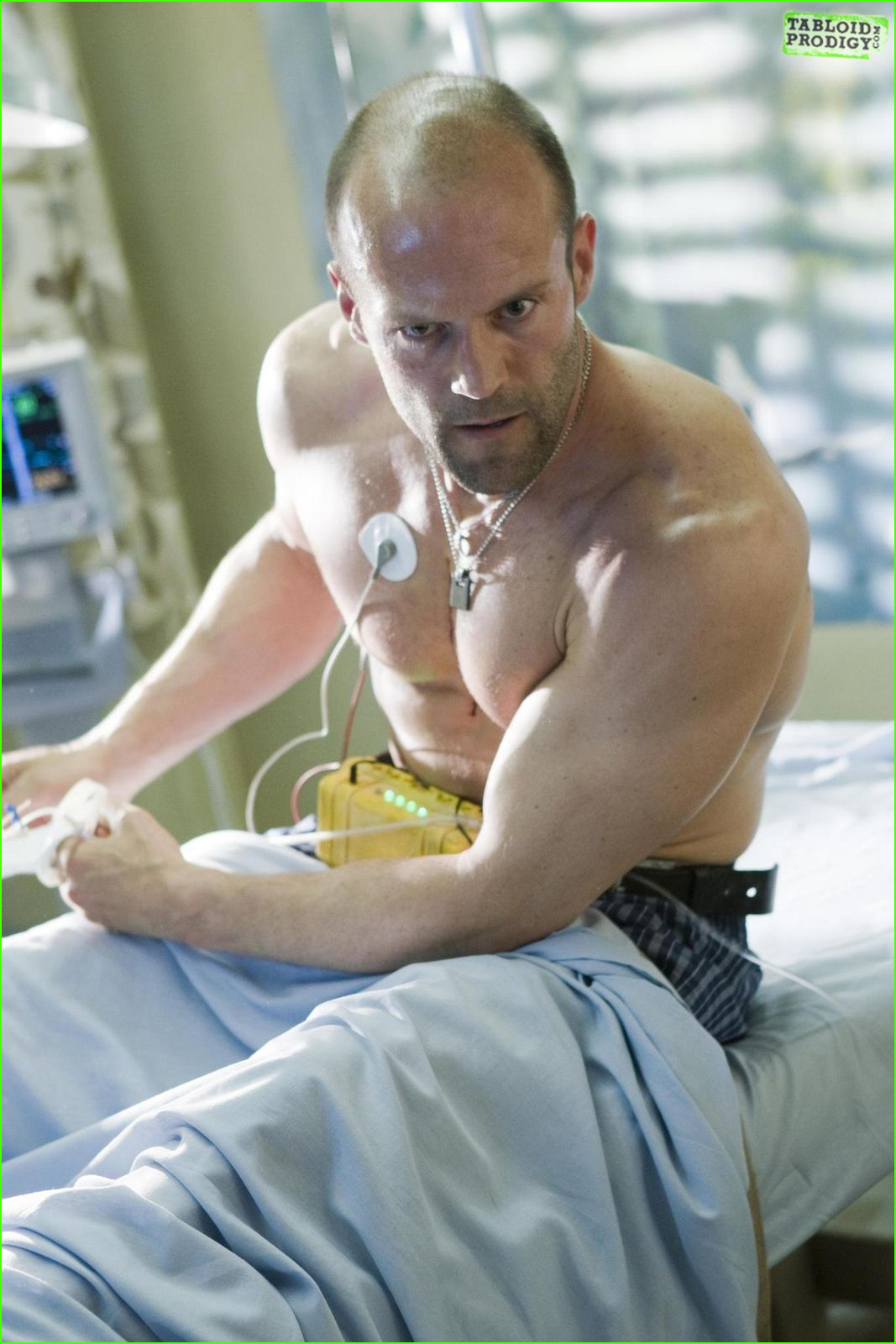 http://4.bp.blogspot.com/-zgdaed_9NSI/TmaEwKA74SI/AAAAAAAAAnM/xzZxRkxmiUc/s1600/jason_statham_shirtless_mens_health4.jpg