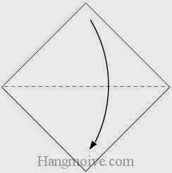 Bước 1: Gấp tờ giấy theo chiều từ trên xuống dưới.