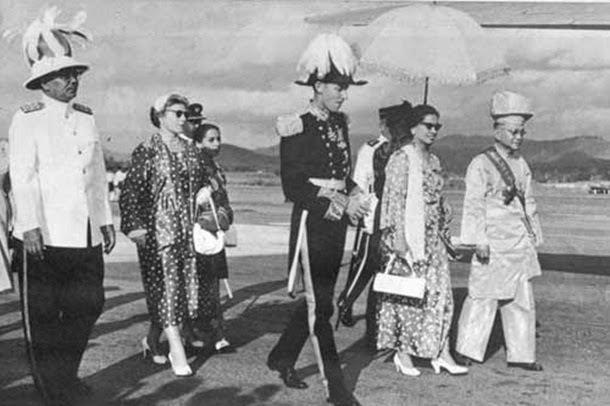 kesan kemasukan imigran cina dan india Kemasukan buruh dari china dan india pembentukan masyarakat majmuk kesan penjajahan british di negara kita nyatakan faktor-faktor yang mendorong kemasukan buruh cina dan india secara besar-besaran ke tanah melayu sejak awal abad ke-19.