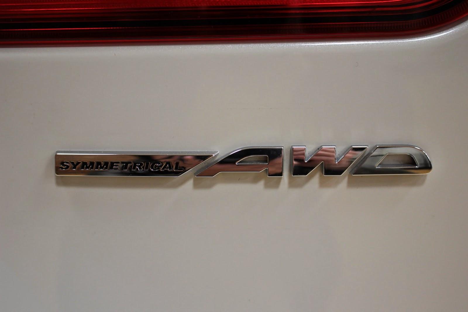 レヴォーグのSYMMETRICAL AWD ロゴ