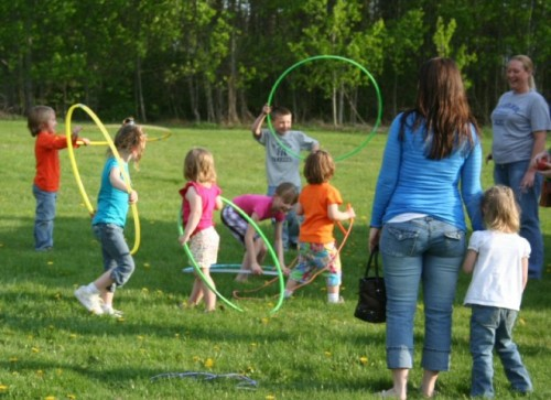 children should be introduced to outdoor activities Inside: this toddler circle art activity is a great way to work on shape recognition  what do i need to put out  a fun way to introduce math to young children.