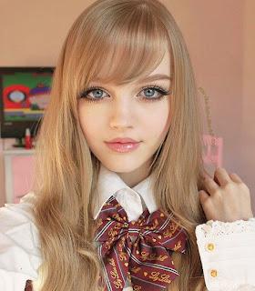 Dakota Rose mirip boneka Barbie