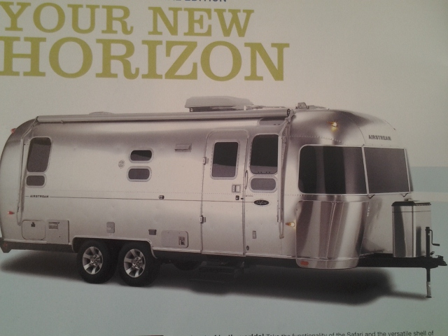 v hicule r cr atif motoris caravaning vendre airstream. Black Bedroom Furniture Sets. Home Design Ideas