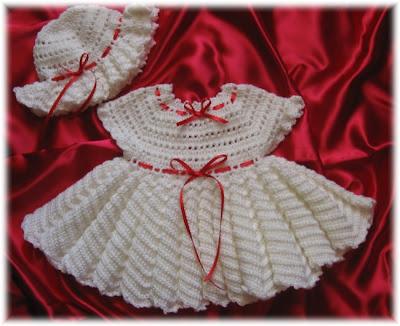 beyaz orgu kiz bebek elbisesi bebek orgu beresi Tığ İle İşlenen Kız Bebek Elbise Modelleri