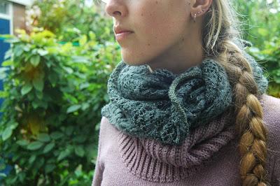 zelfgebreide sjaal omslagdoek