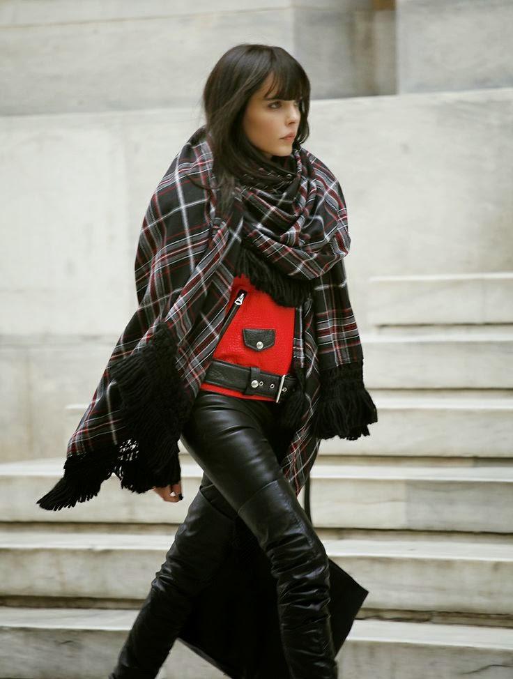 Street style - Look de Capa bolero e calças em pele