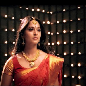 anushka-latest-saree-stills_sarees designs 2012_2_readbooksonlinebynamrata