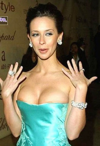 jennifer love hewitt nipples