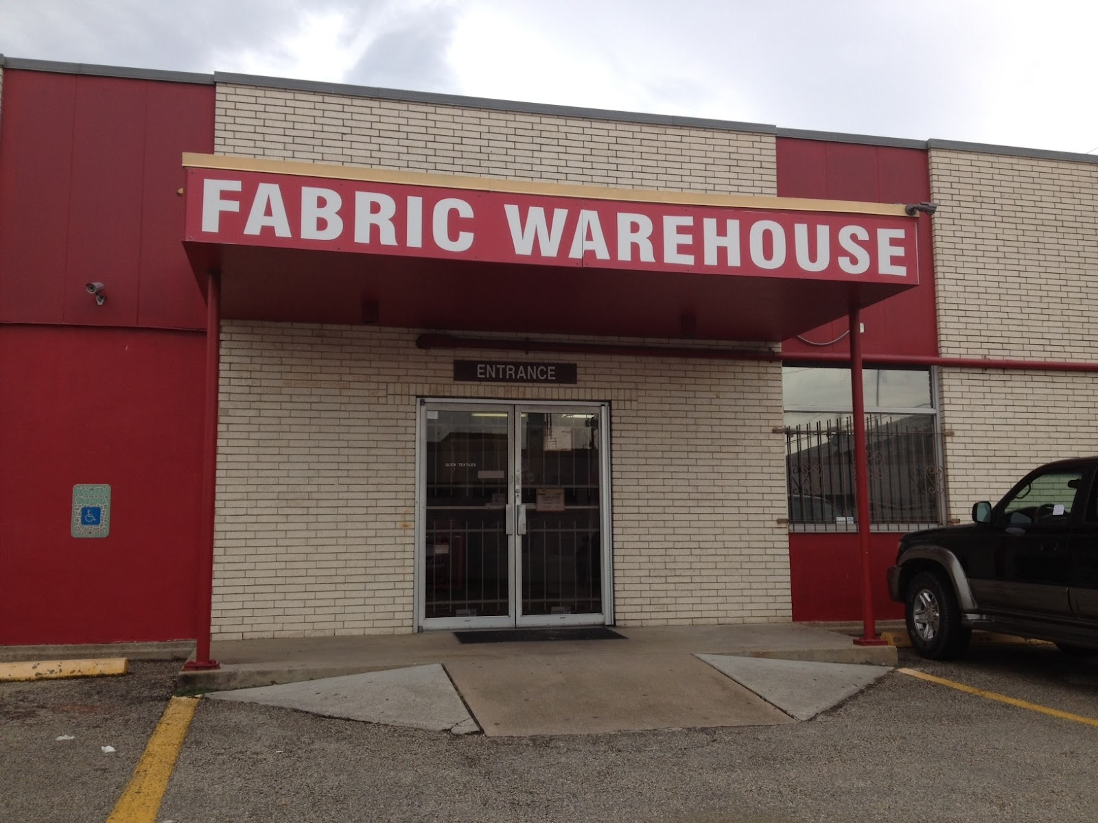 Miss wallaby goes fabric shopping weddingbee for Fabric outlet near me