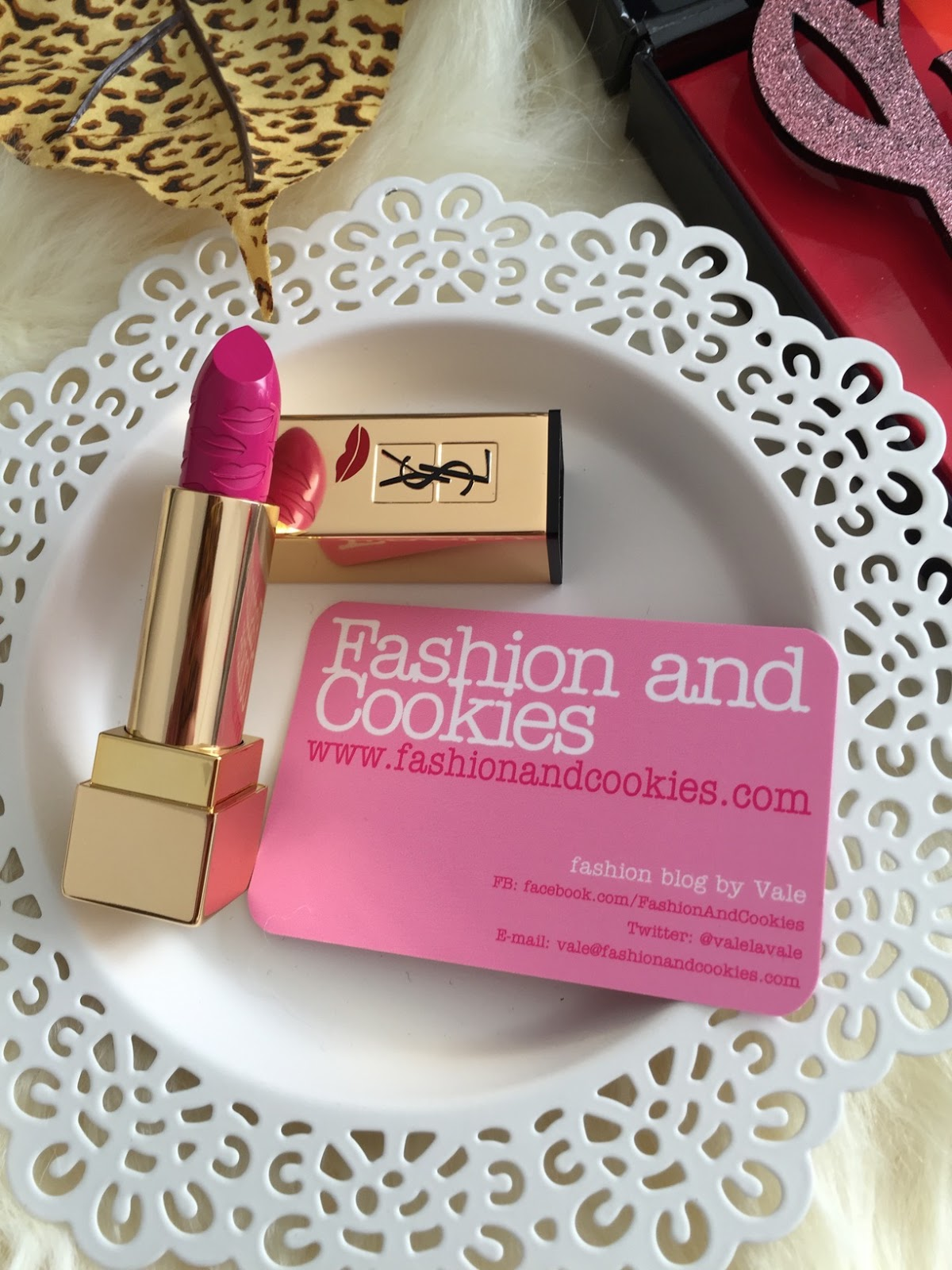 Yves Saint Laurent Rouge Pur Couture Kiss & Love Limited Edition, N. 19 Le Fuchsia on Fashion and Cookies fashion and beauty blog, beauty blogger
