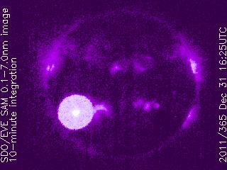 llamaradas solares clase M generadas en las manchas solares 1389 01 de Enero de 2012