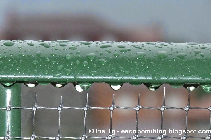 barandilla mojada lluvia