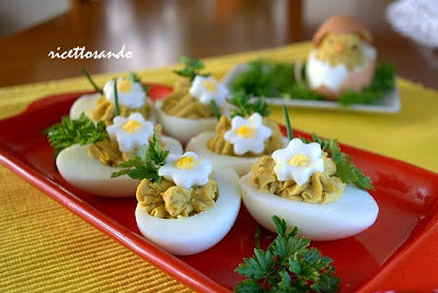 Uova ripiene decorate ricetta antipasti