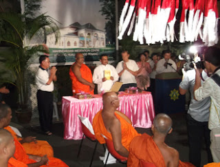 Photo of Book launching at Mahindarama Buddhist Temple on Vesak Eve 2012