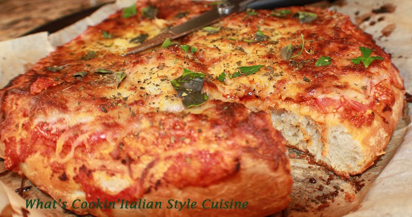 fresh basil and tomato italian style pizza recipe what 39 s. Black Bedroom Furniture Sets. Home Design Ideas