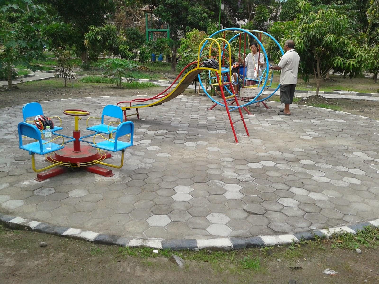 Fasilitas permainan di Taman Kampung Hijau Gambiran