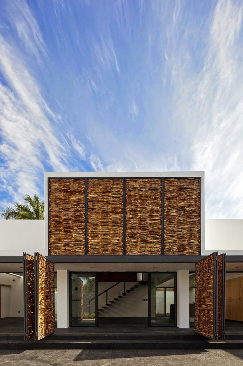 Rumah dengan Perpaduan Lokalitas dan Modernitas 11