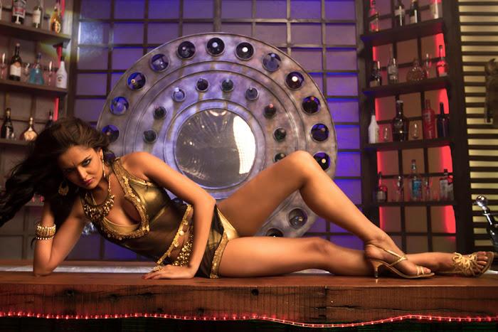 nathalia kaur from department movie, nathalia kaur unseen pics