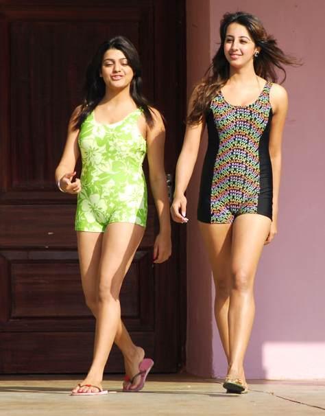 http://4.bp.blogspot.com/-zkdfAQbIG9k/T05liHxek_I/AAAAAAAAAik/O2sHjL8-vLs/s1600/sanjana+-+swim+suit+-+indianmovieactress.blogspot.in.jpg