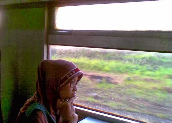 pemandangan naik kereta api