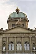 Non aux enfers fiscaux, la solution suisse absolue.