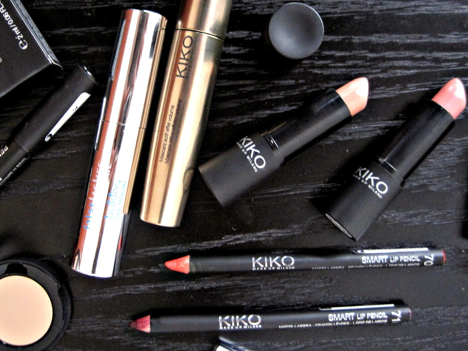 kiko smart lip pencil swatch lipstick 900 902 swatch mascara volumeyes full coverage concealer kiko