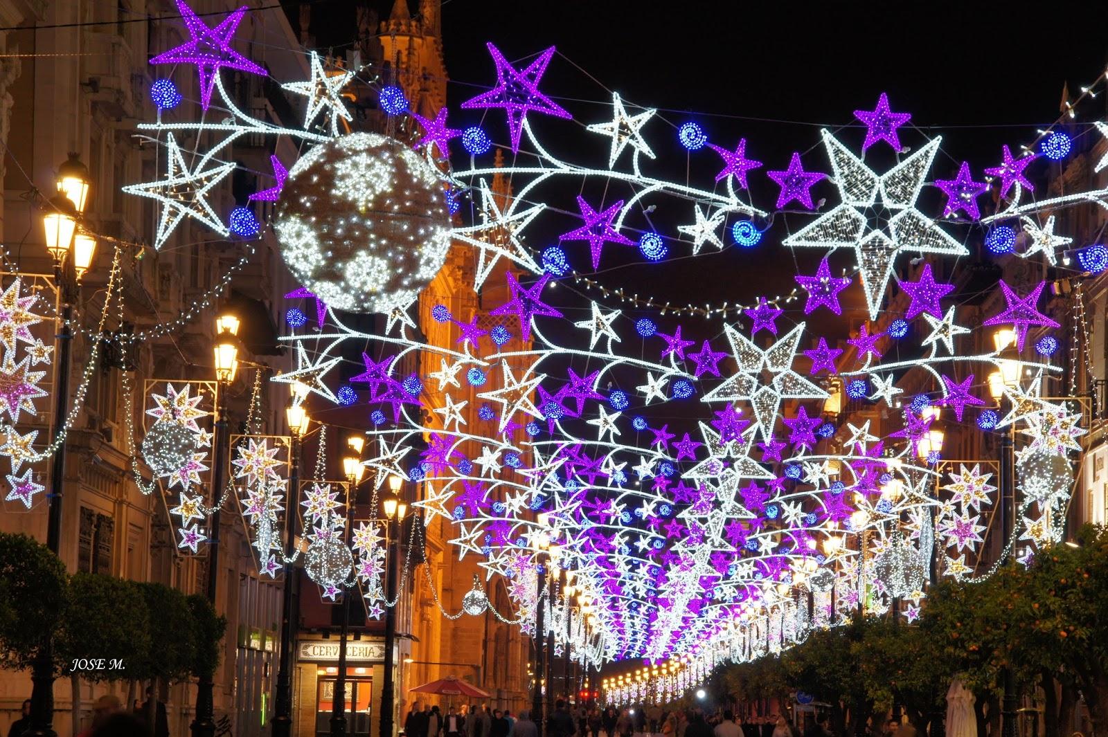 Maleta en mano navidad en sevilla - Iluminacion de navidad ...