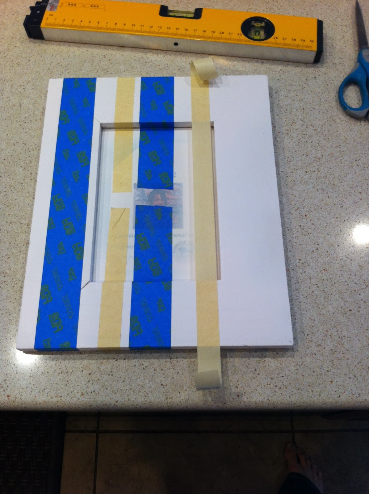 Easy DIY Striped Picture Frame. Cheap and affordable.  Anyone can do it. Alohamora: Open a Book http://alohamoraopenabook.blogspot.com/